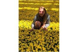 Noordwijkerhoutse Femke de Jager bezorgt 200 inwoners een bloemetje