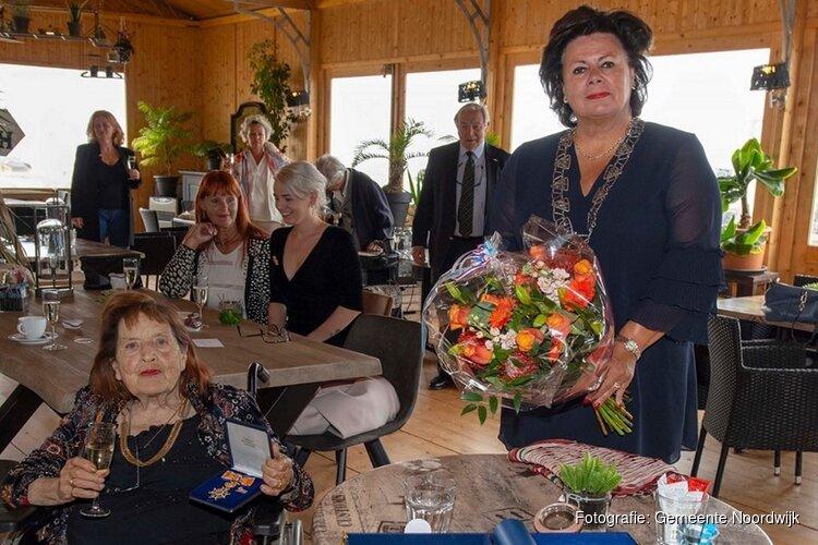 Koninklijke onderscheiding voor Maja van Hall-Blom